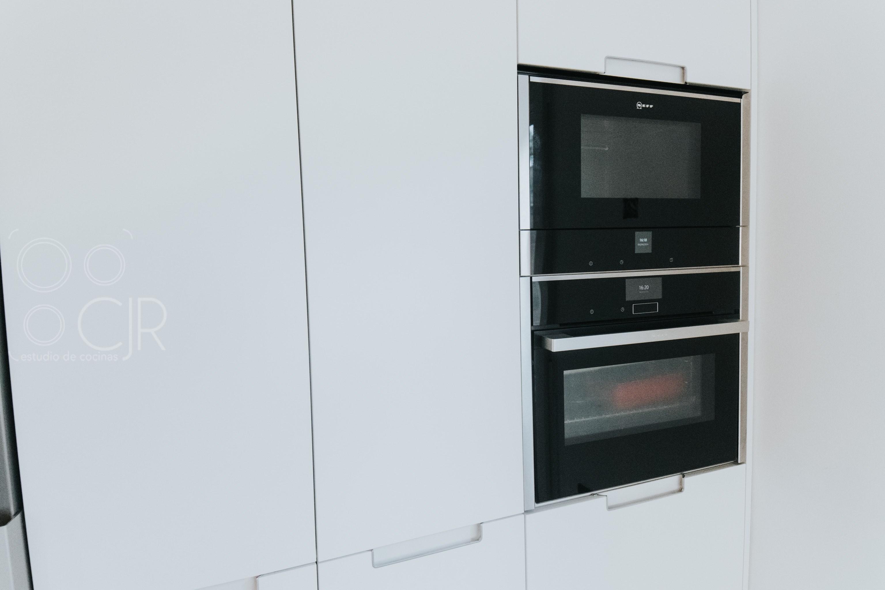 horno y micro Neff