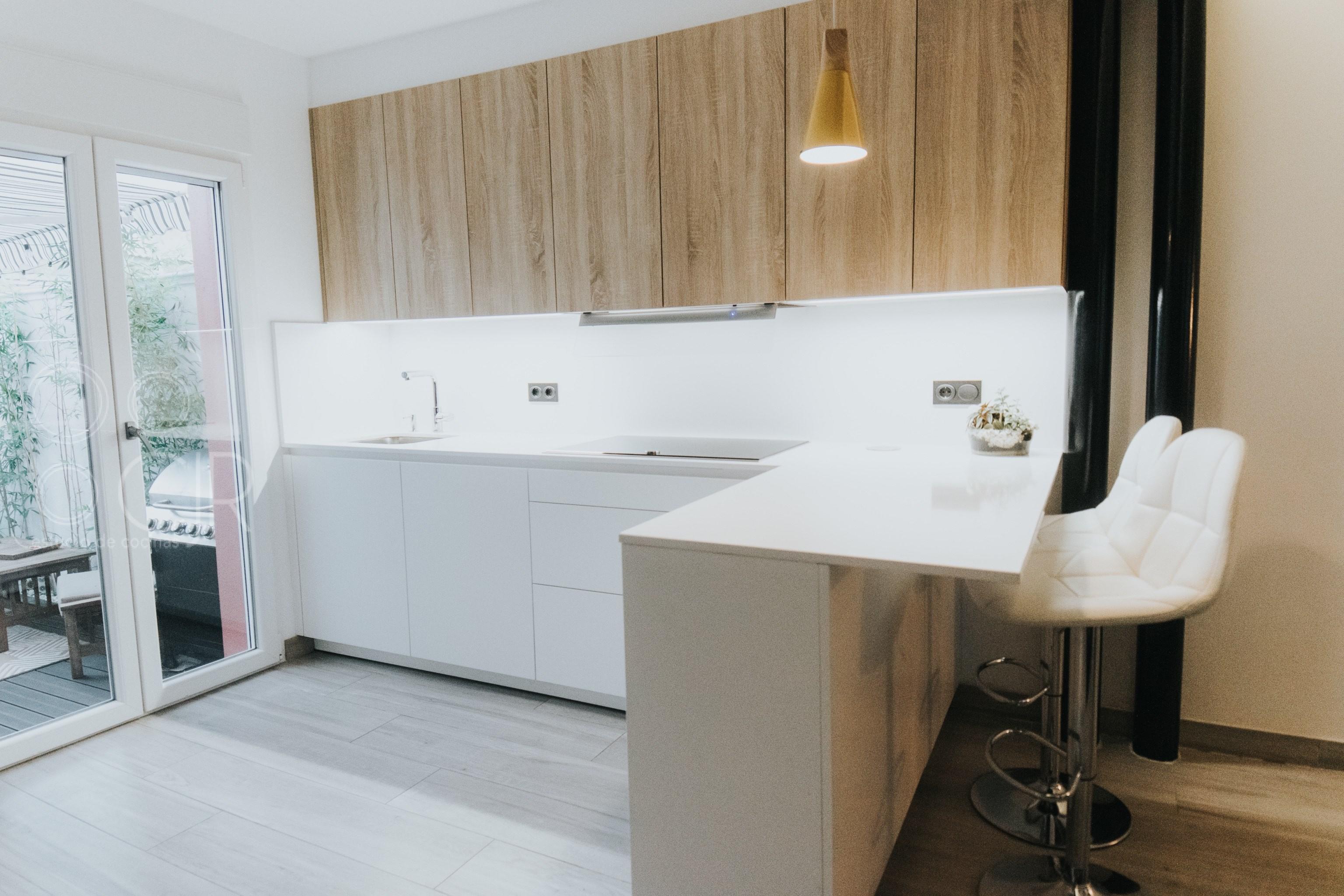cocinas madera y blancas