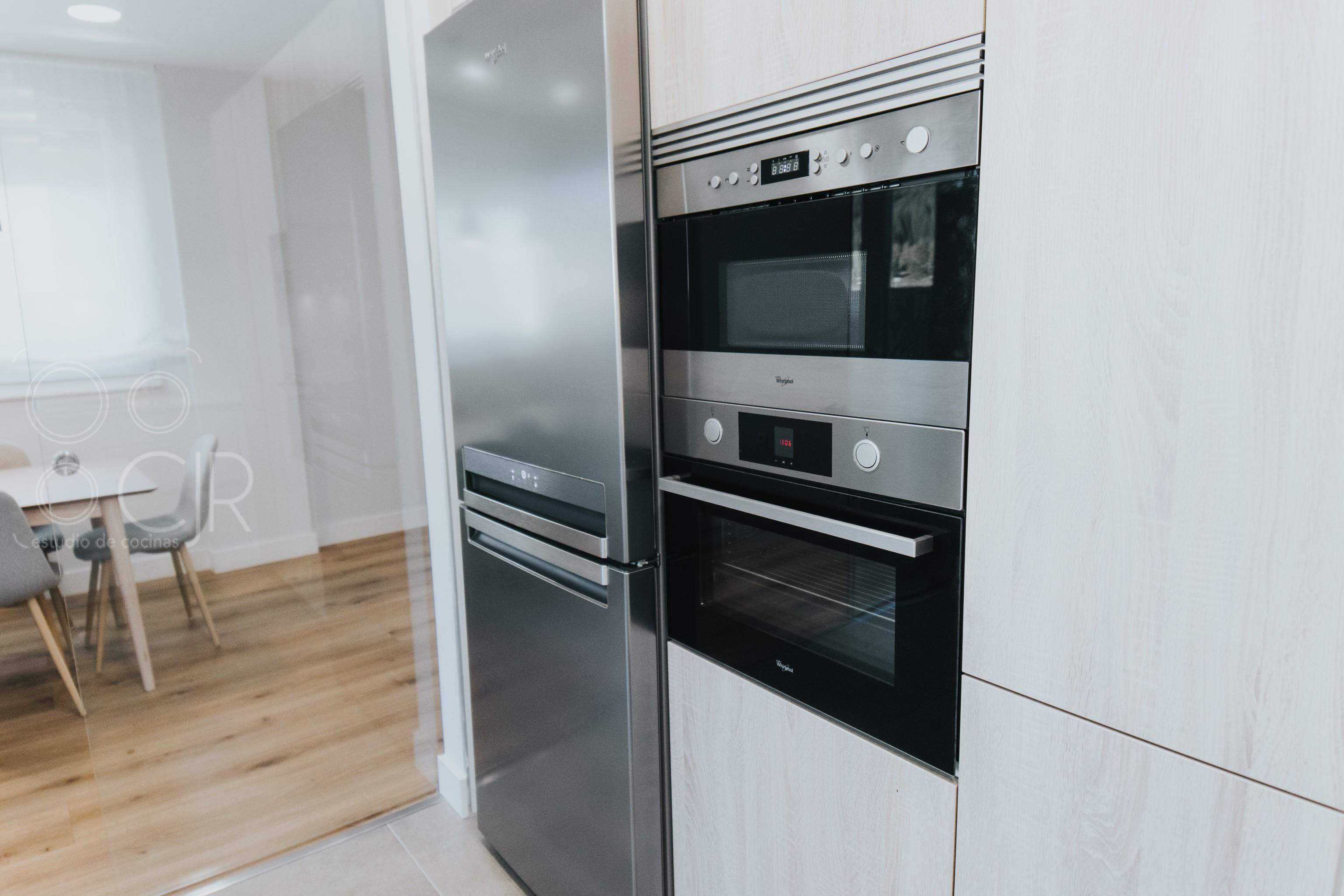 horno y micro en torre cocina