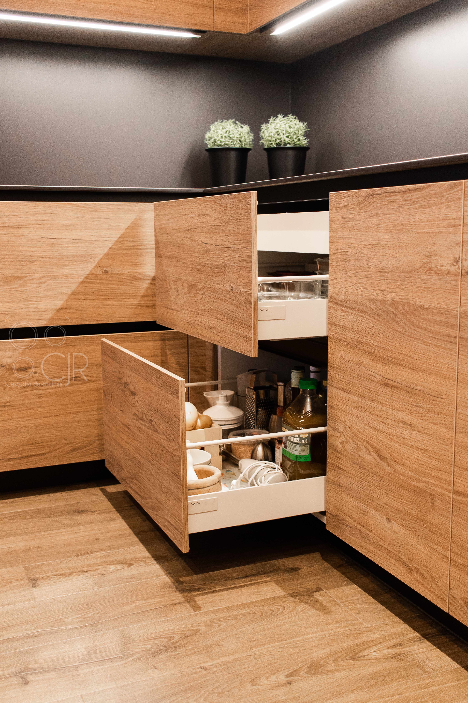 madera y negro cocinas modernas