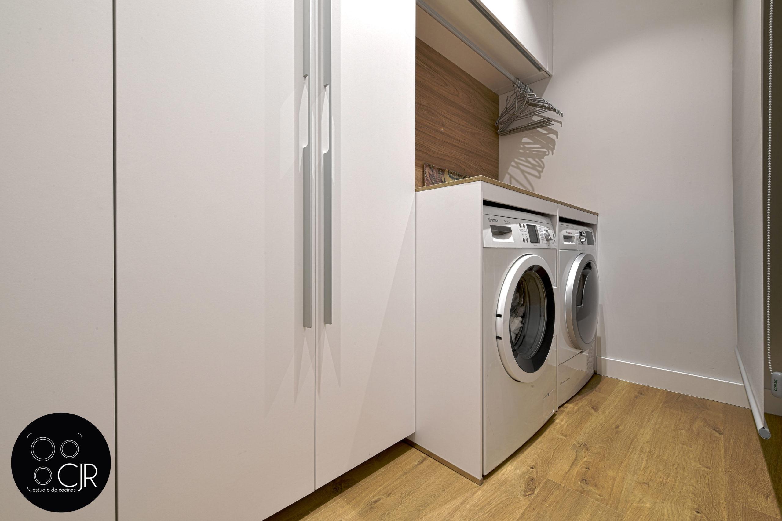 Zona lavado cocina en madera y gris