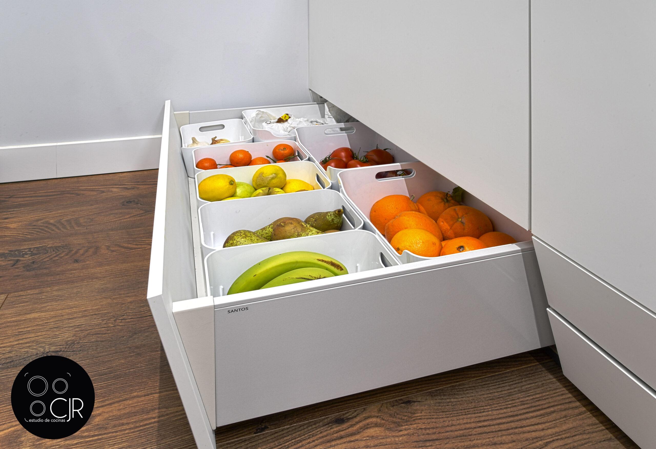 Zona caja cajón zócalo cocina blanca mate sin tiradores