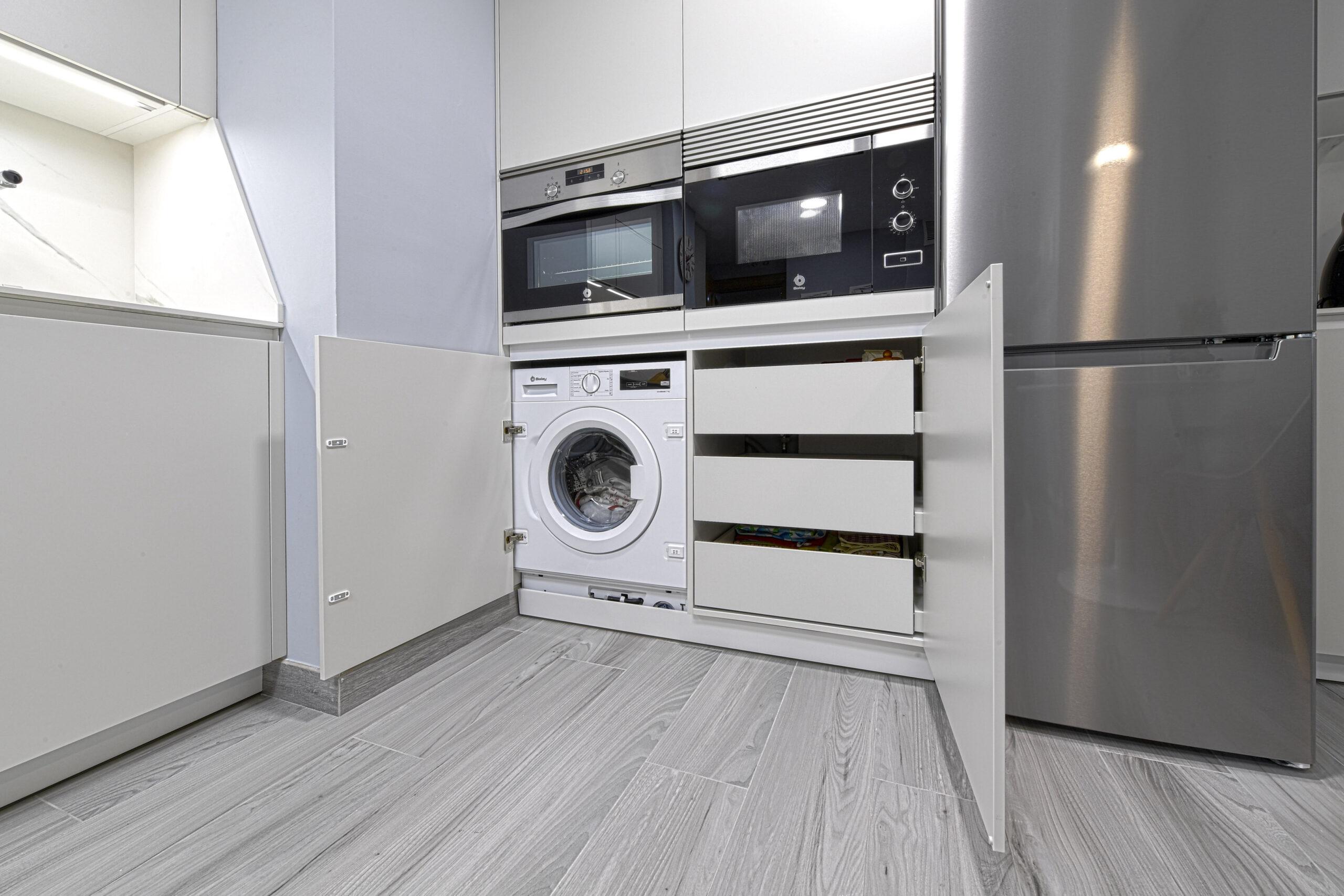 Zona de electrodomésticos vista baja Cocinas pequeñas con peninsula