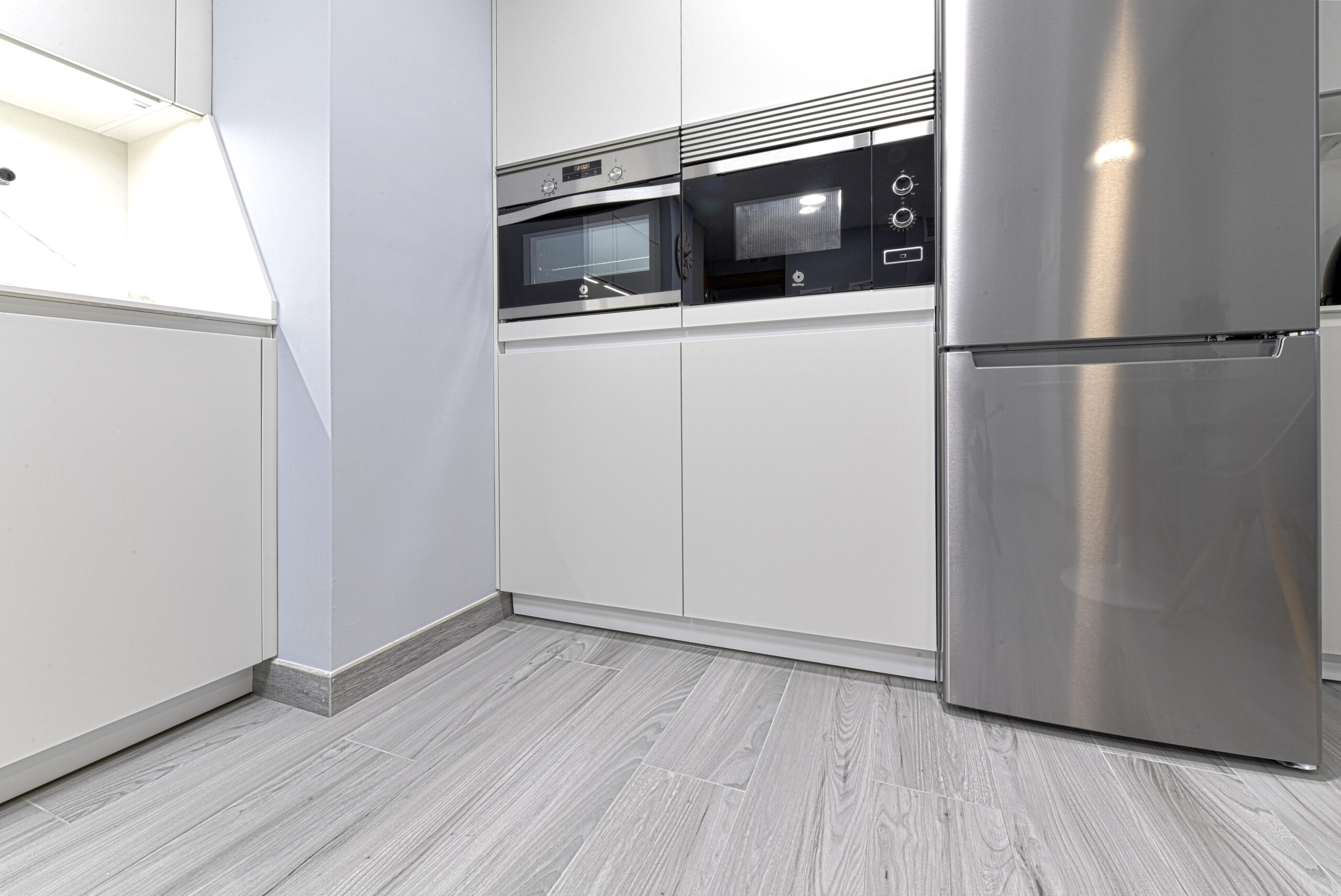 Zona electrodomésticos Cocinas pequeñas con peninsula